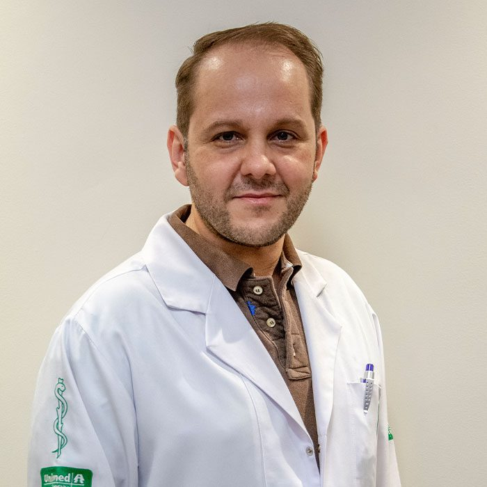 Dr. Cristiano Reis - Oftalmologista Oftalmocentro
