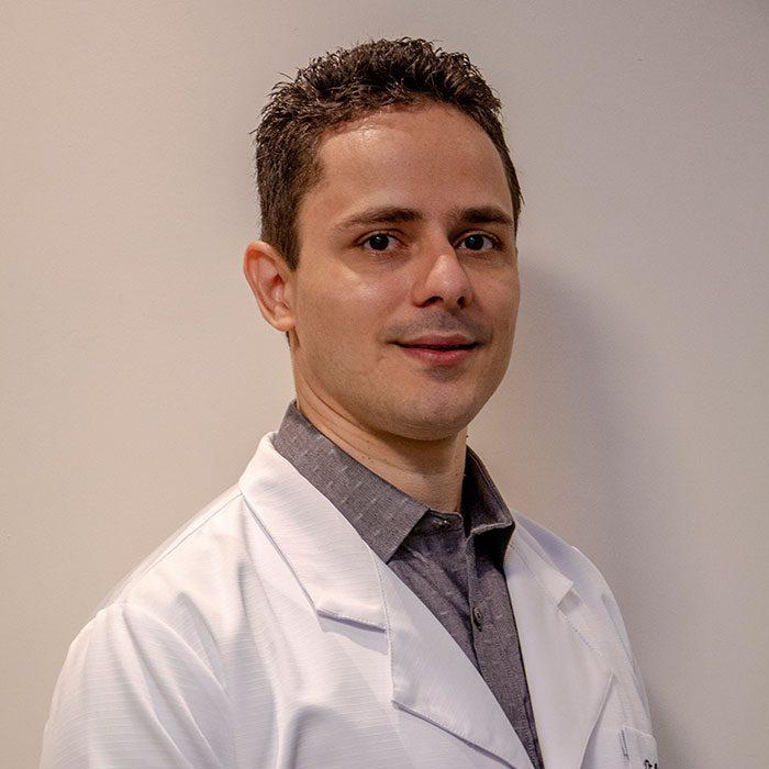 Dr. Renato Veloso - Oftalmologista Oftalmocentro
